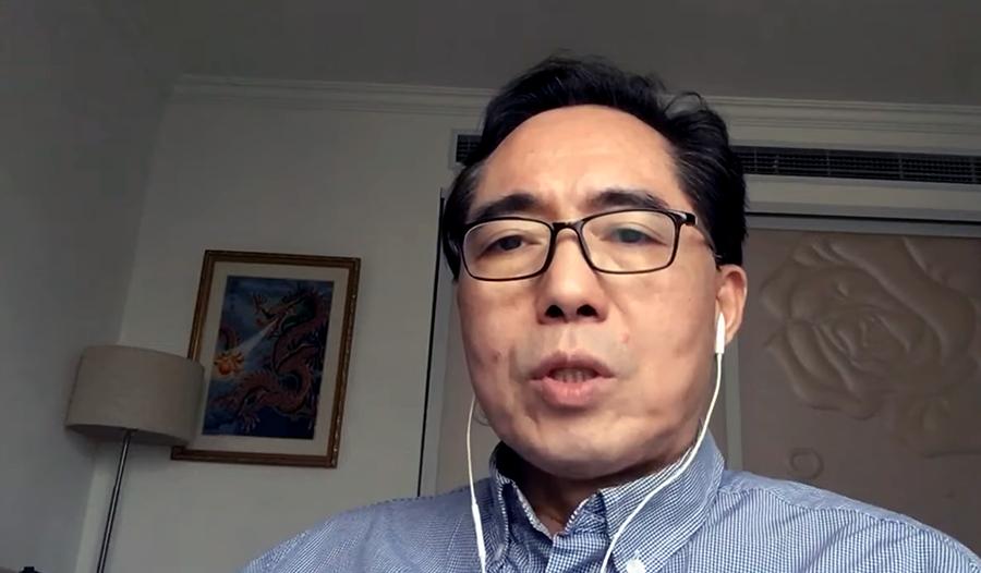 Dr Richard Cheng vid China Epidemic Medical Support Team forskar på C-vitamin mot Covid-19. Foto: own work
