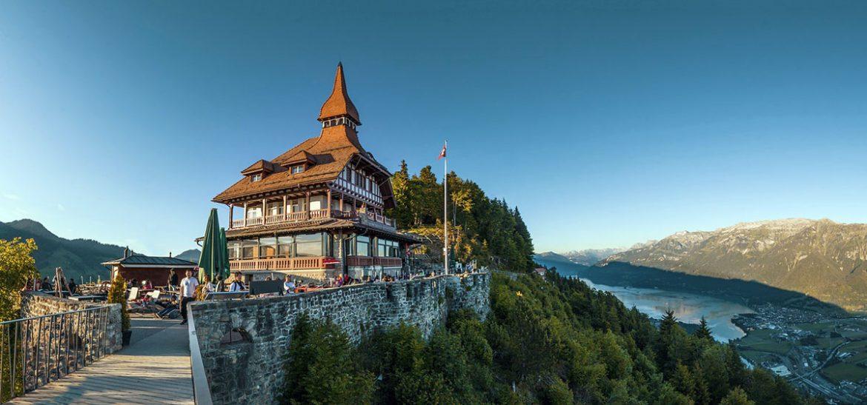 Schweiz, Interlaken. Landet har haft direktdemokrati länge nu. Foto: Lukas Bieri. Licens: Pixabay.com