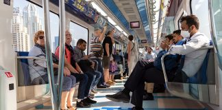 Virusskydd i tunnelbanan i Dubai. Foto: Nick Fewings. Licens: Unsplash.com