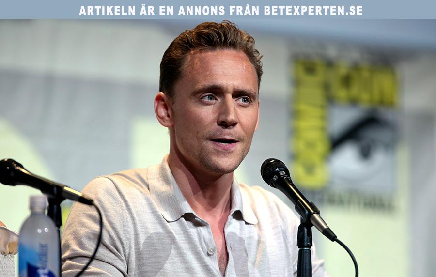 Du kan Betta online på Tom Hiddleston. Foto (beskuret): Gage Skidmore. Licens: CC BY-SA 2.0