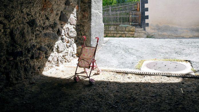 Barnvagn. Foto: Lukas Gachter. Licens: Unsplash.com