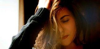 Kliande hårbotten kan bero på löss. Foto: Malina Bogdanovskaya. Licens: Pixabay.com