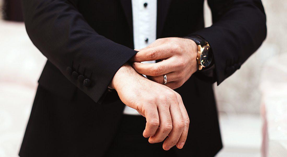 Temabild: Makt eller bara dyra kläder? Foto: Alvin Mahmudov. Licens: Unsplash.com
