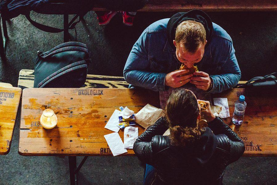 Kost, hälsa och matkunskap. Foto: Shane Rounce. Licens: Unsplash.com
