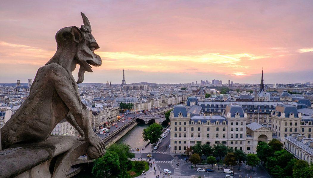 Gargoyle på Notre-Dame. Foto: Pedro Lastra. Licens: Unsplash.com