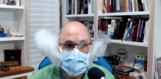 Dr Ted Noel testar andningsmask. Eget verk.