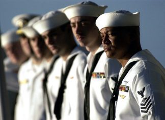 Sjömän, US Navy. Foto: David Mark. Licens: Pixabay.com