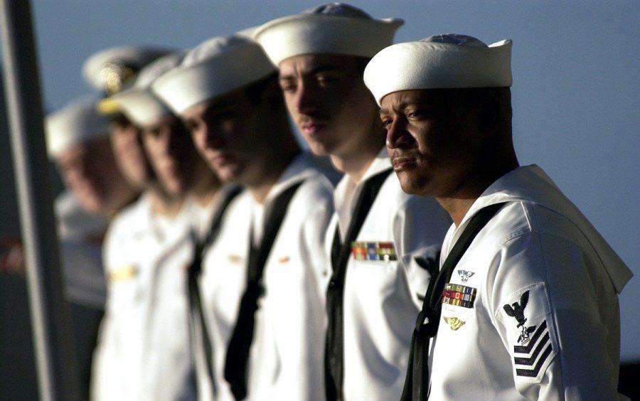 Sjömän har inte problem att växla till vintertid. US Navy. Foto: David Mark. Licens: Pixabay.com