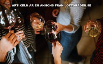 Vänner som festar. Foto: Kelsey Chance. Licens: Unsplash.com