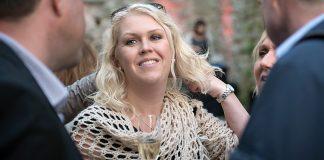 Socialminister Lena Hallengren festar. Foto: (S)/Anders Löwdin. Licens: CC BY-NC-ND 2.0