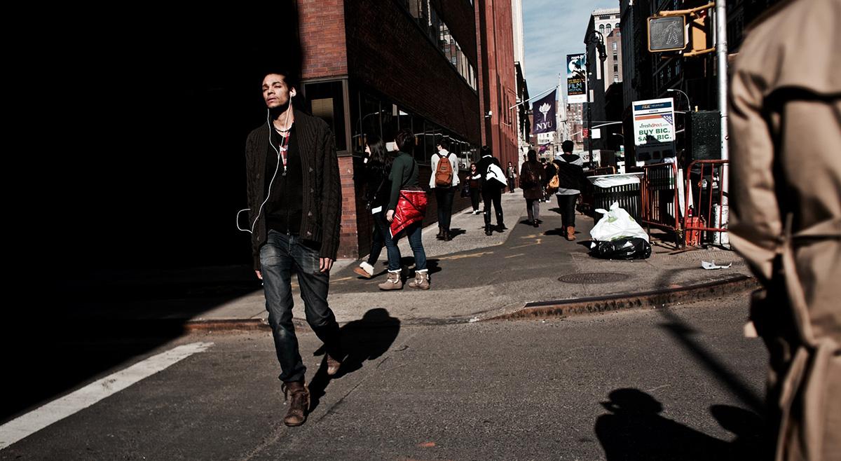 Bakgata i New York. Foto: Martino Pietropoli. Licens: Unsplash.com