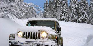 Billiga bilbatterier ger dig problem vintertid. I bild en Jeep Wrangler.