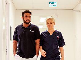 Läkare och sjuksköterska. Foto: Michael Erhardsson. Licens: Mostphotos.se
