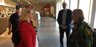 HK-veteranerna Börje Peratt, Kersti Wistrand, Carl-Johan Ljungberg och Lisbet Gemzell i entrén på Historiska Museet. Foto: Ritva Peratt