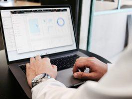 Data, grafer, laptop. Foto: Campaigncreators.com. Licens: Unsplash.com