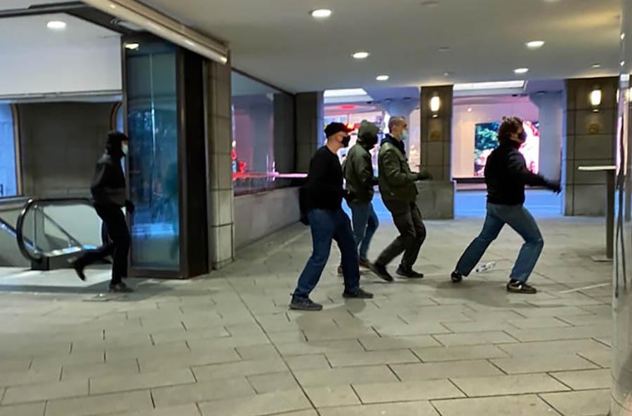 Alla våldsmännen samlade på en bild. Läsarfoto.
