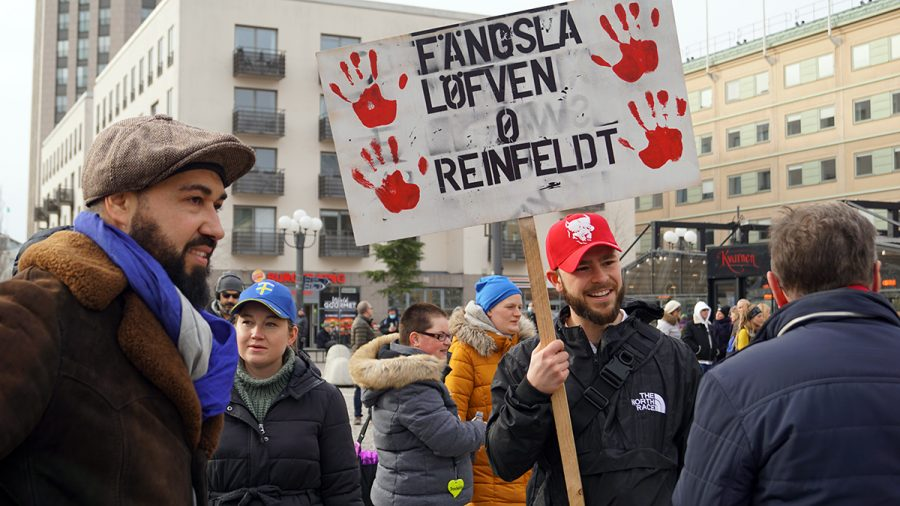 Deltagare vill fängsla Löfven - Tusenmannamarschen 6 mars 2021. Foto: T. Sassersson, NewsVoice