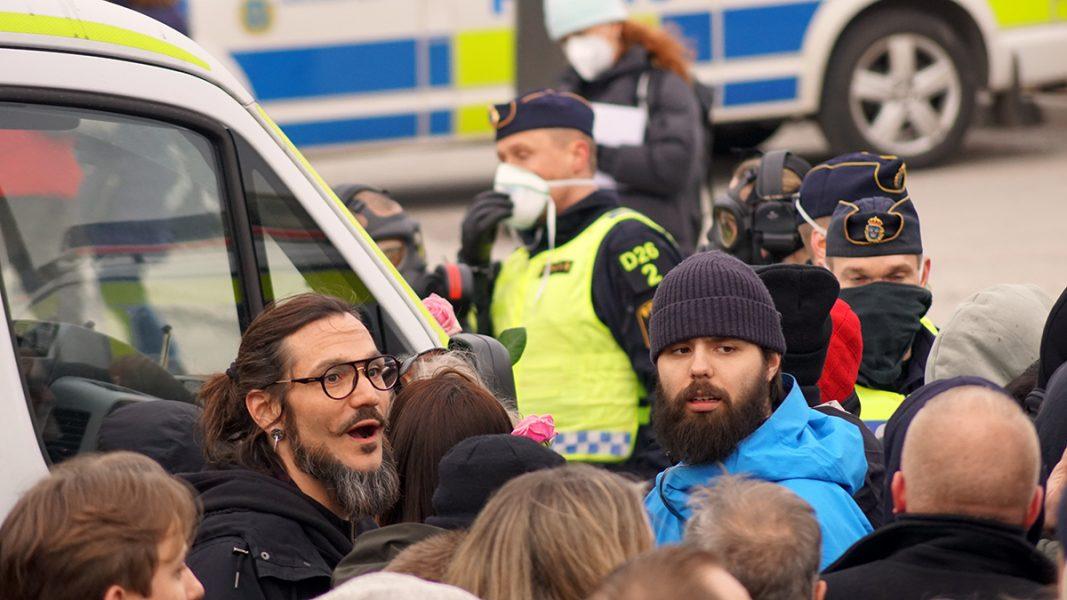 Poliser på Guldbron, Slussen. Tusenmannamarschen 6 mars 2021. Foto: T. Sassersson, NewsVoice
