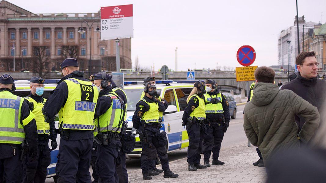 Poliser vid Kungsträdgården. Tusenmannamarschen 6 mars 2021. Foto: T. Sassersson, NewsVoice
