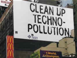New York, 1998. Sun Microsystems skylt uppmanar till att elektrosmog måste motverkas. Foto: Torbjörn Sassersson