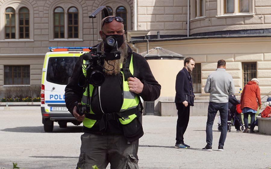 Allvarlig MSM-journalist på Norra Bantorget, 1 maj 2021. Foto: NewsVoice.se