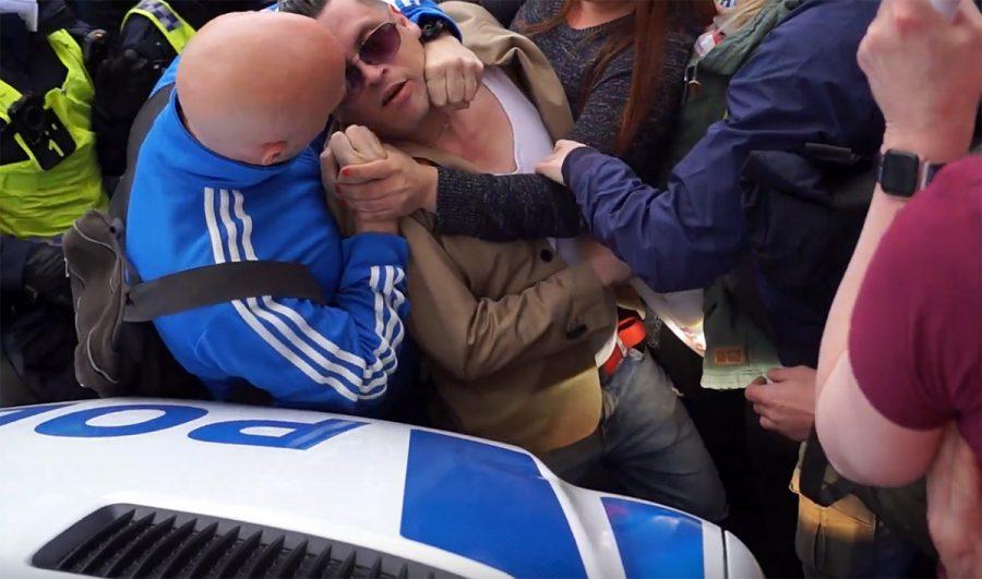 Polisvåld mot frihetsdemonstranter 1 maj 2021. Foto: NewsVoice.se