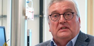 Göran Conradson utvecklar vaccinpulver på företaget Ziccum. Foto: Aljazeera.com
