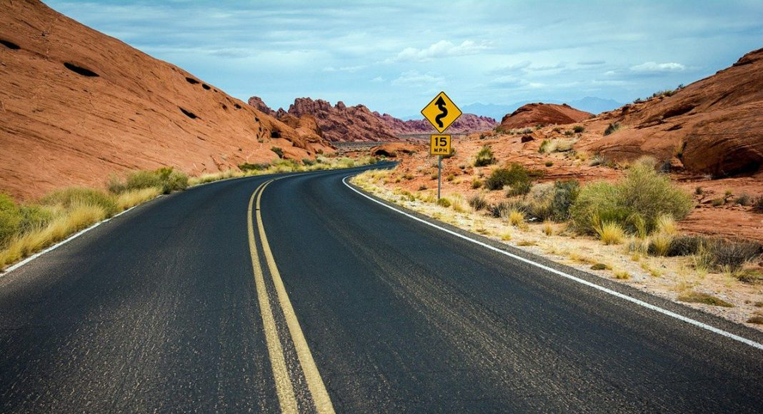 Ökenväg i USA. Foto: Free Photos. Licens: Pixabay.com