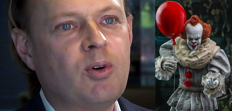 """Georg Lagerberg (MPRT) och clownen """"It"""". Foton: SVT Play och Hot Toys"""