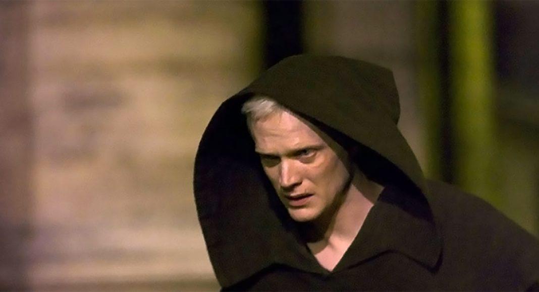 Paul Bettany spelar jesuiten Silas i filmen The Da Vinci Code från 2006. Bild från IMDB.com