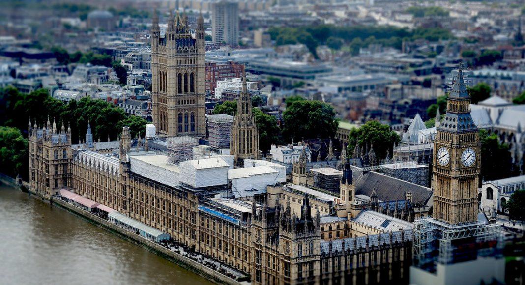 Det brittska parlamentet. Foto: Tasos Lekkas. Licens: Pixabay.com