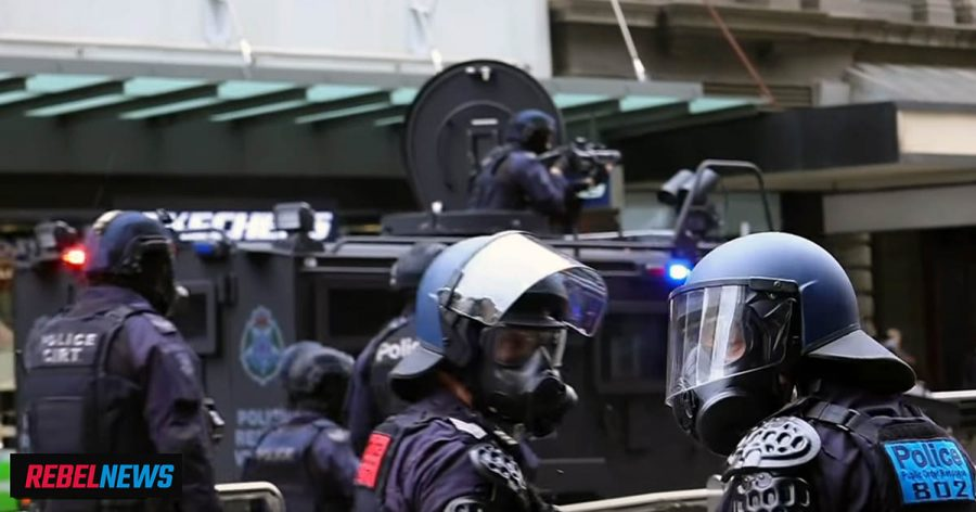 Melbourne, riot police attacks anti lockdown protesters, 22 sep 2021. Foto: Rebel News
