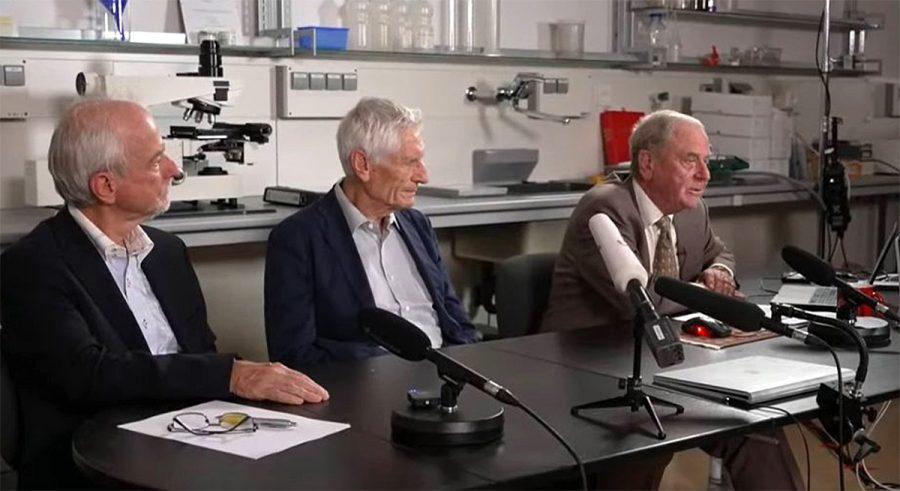 Professor Arne Burkhardt längst till höger i bild. Pressfoto.