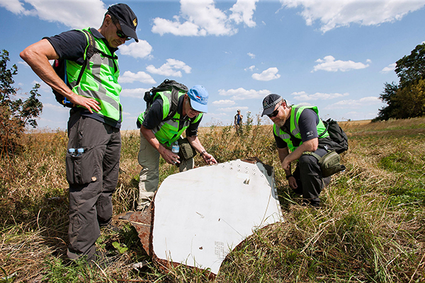 Investigation of the crash site of MH-17. Foto: Defensie.nl