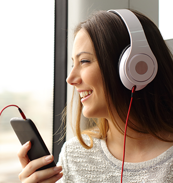 Mobil-lyssna-podradio-Crestock