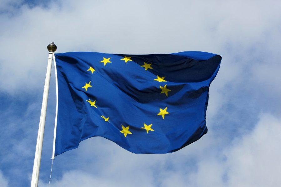 EU-flaggan vajar. Licens: Wikimedia Commons